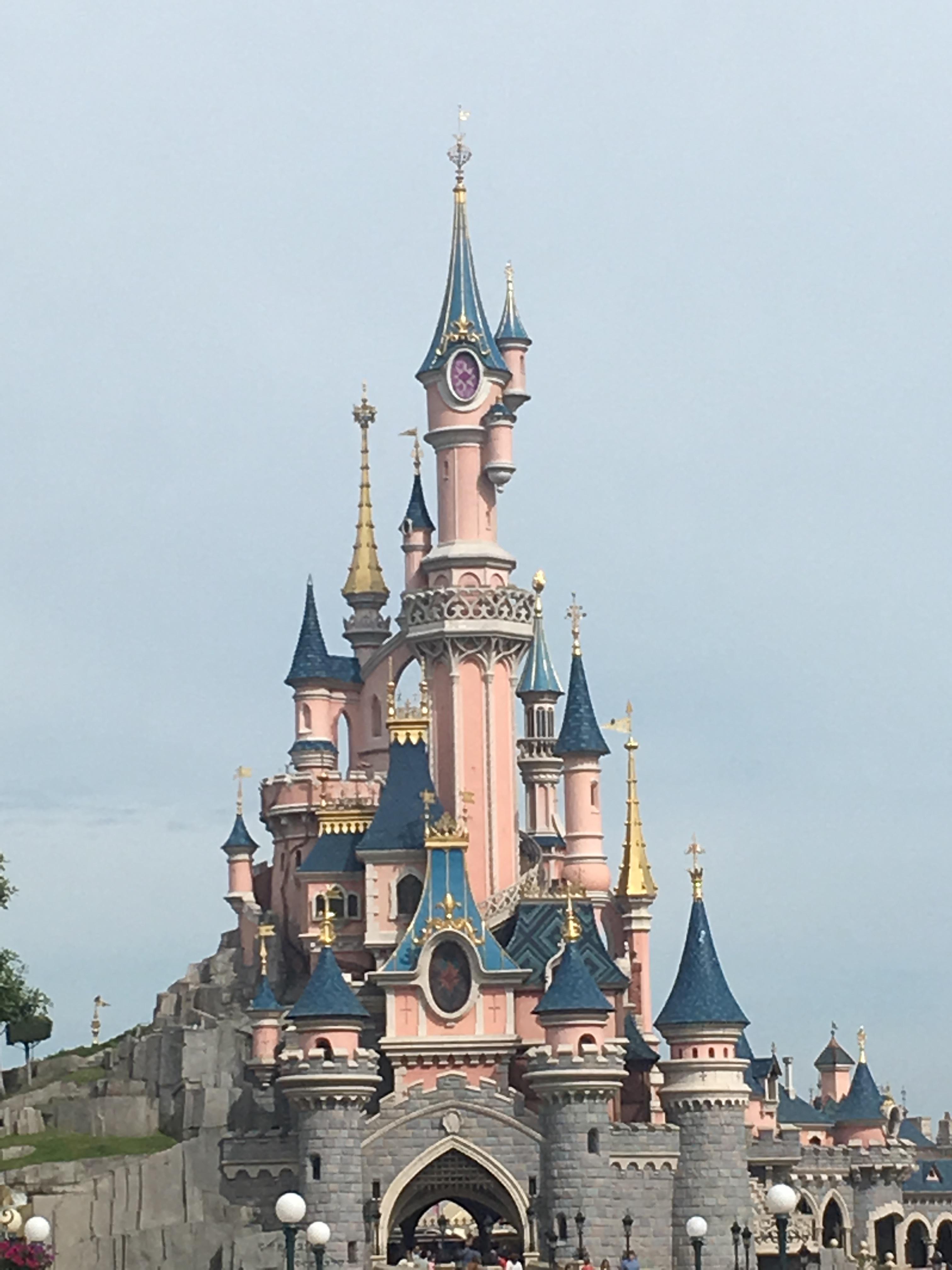 În vizită pe tărâmul magiei: Disneyland Paris